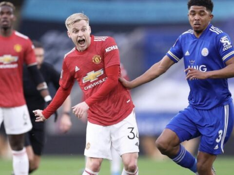 Mark Huges says Donny van de Beek looks 'lost' during Manchester United loss to Leicester